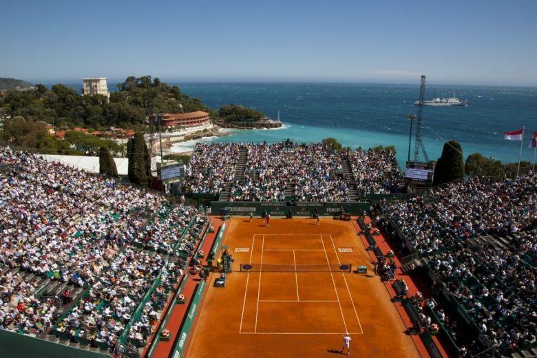 Tavaszi tájkép a Monte-Carlo-i tornával előtérben (Fotó: Mitch Gunn / Shutterstock.com)
