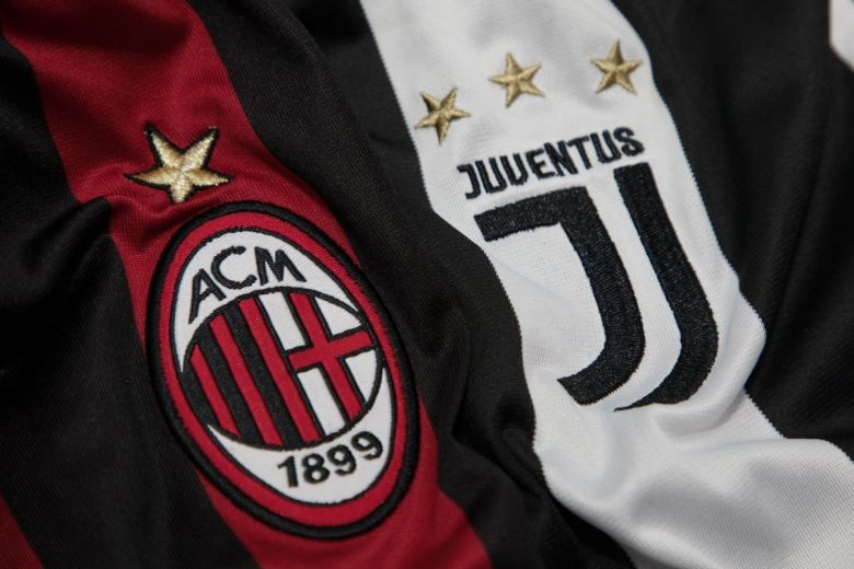 AC Milan és Juventus csapatok címerei (Fotó: charnsitr / Shutterstock.com)