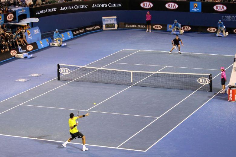 Jo-Wilfried Tsonga és Novak Djokovic a 2010-s Australian Openen (Fotó: Neale Cousland / Shutterstock.com)
