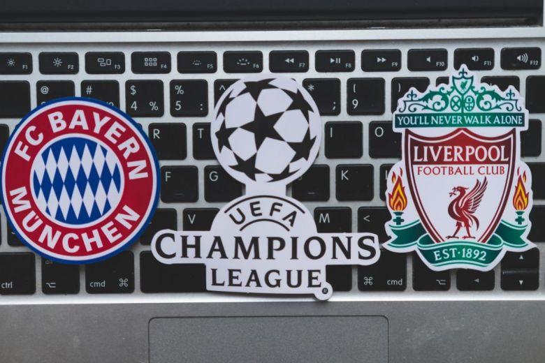 Bayern Munchen és Liverpool címerei (Fotó: fifg / Shutterstock.com)