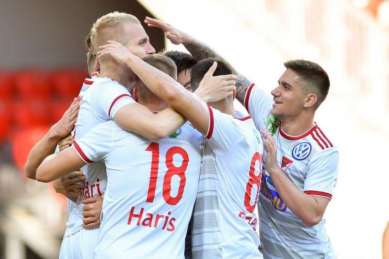 Szatmári Csaba és csapattársainak gólöröme (Fotó: MTI/Czeglédi Zsolt)