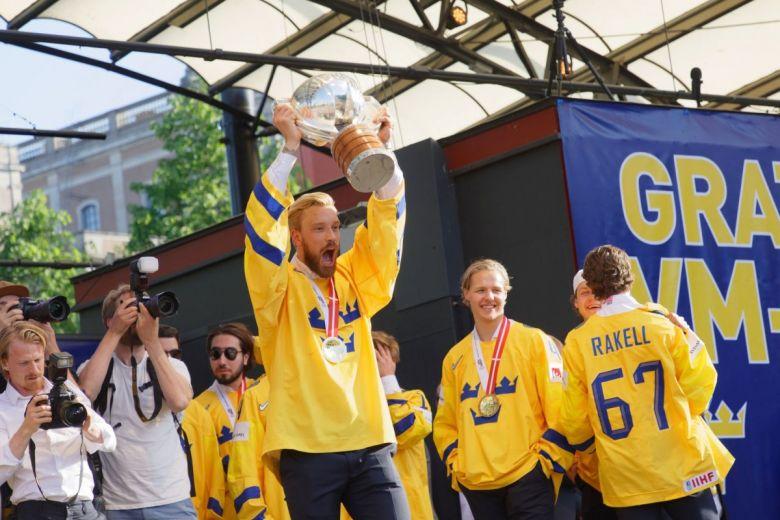 Svédország jégkorongozói a világbajnoki címüket ünneplik (Fotó: Hans Christiansson / Shutterstock.com)