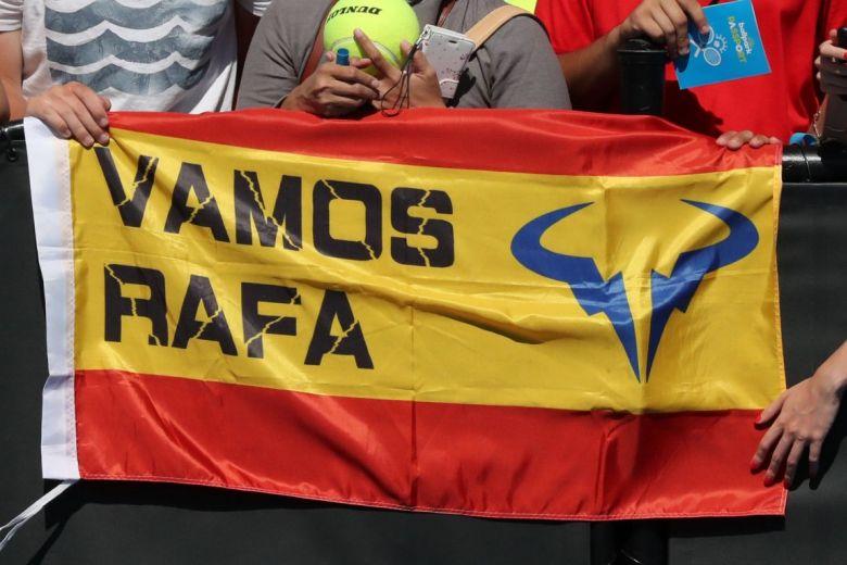 Rafael Nadal szurkolók zászlója (Fotó: Leonard Zhukovsky / Shutterstock.com)