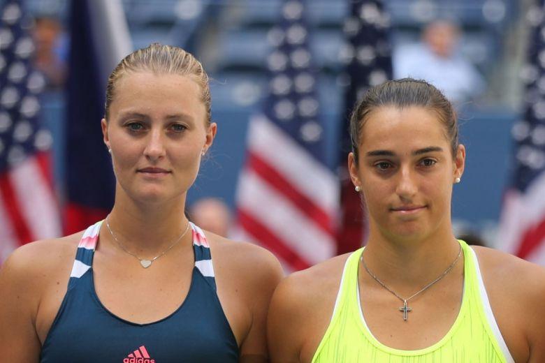Kristina Mladenovic és Caroline Garcia (Fotó: Leonard Zhukovsky / Shutterstock.com)