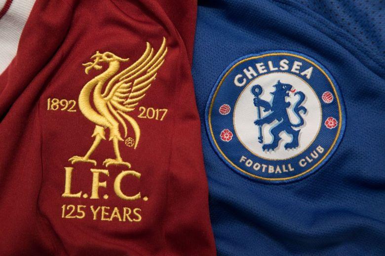 Liverpool és Chelsea címerei (Fotó: charnsitr / Shutterstock.com)