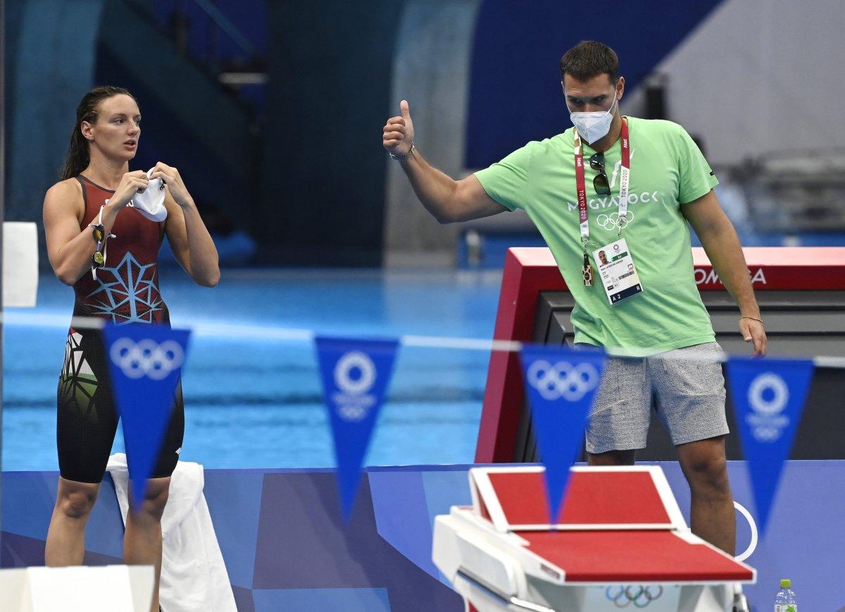 Tokió, 2021. július 20. Hosszú Katinka úszó és edzője, Layber-Gelencsér Máté a Tokiói Vizes Központban tartott edzésen 2021. július 20-án. A világméretű koronavírus-járvány miatt 2021-re halasztott 2020-as tokiói nyári olimpia július 23-án kezdődik. MTI